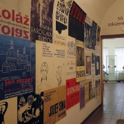 Plakáty k výstavám z historie galerie