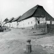 Řada tří středověkých domů v ulici B. Kobzinové krajní objekt Štáflova chalupa