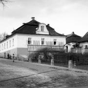Budova fary před úpravou fasády, konec 19. století