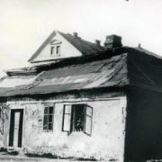 Přízemní dům na parcele sborové budovy