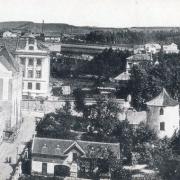 Pohled na dokončenou školu s probíhající výstavou tělocvičny 1913